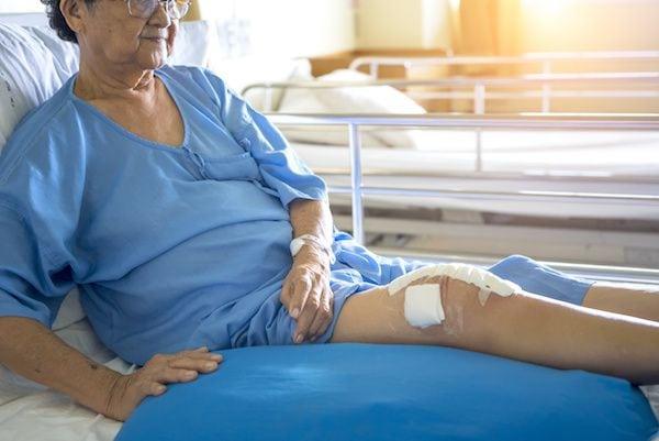 Cirujano-Ortopedista-en-Satelite-Dr-Daniel-Machuca-Especialista-en-Protesis-de-Rodilla-v002-compressor